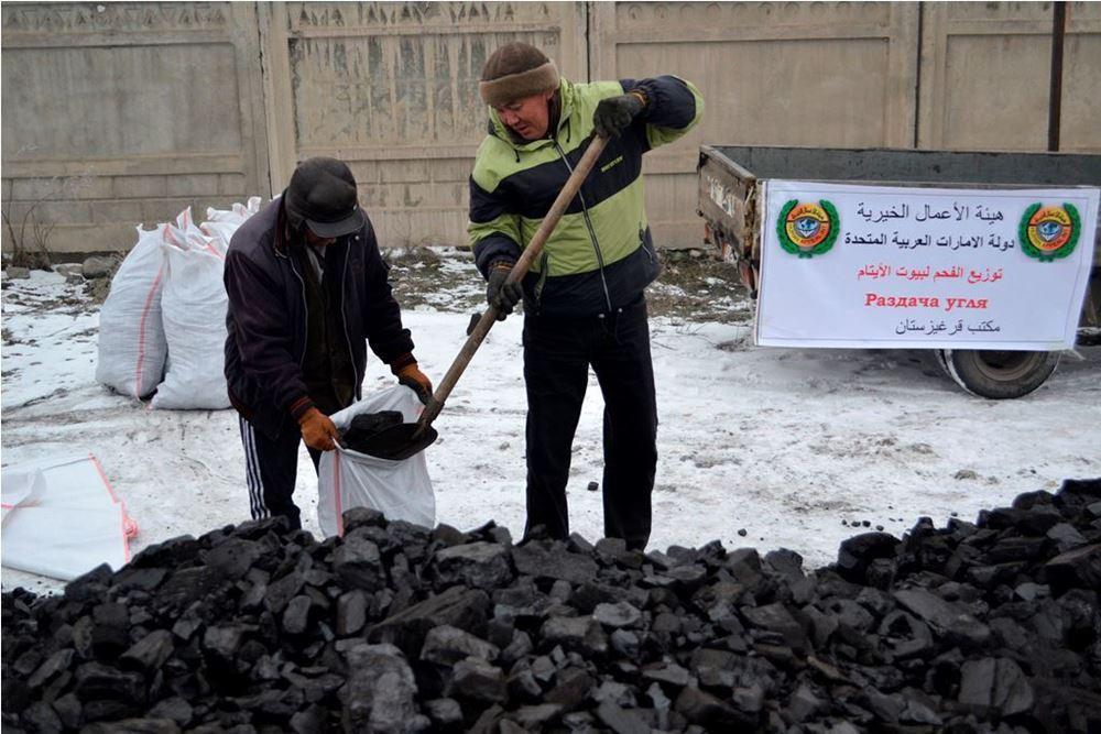 صورة تزويد جامعة بعدد 50 طن من الفحم الحجري